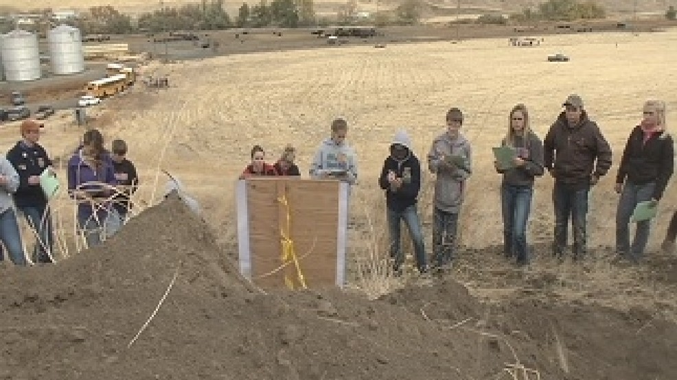 Washington State Soil Contest students' evaluate land and